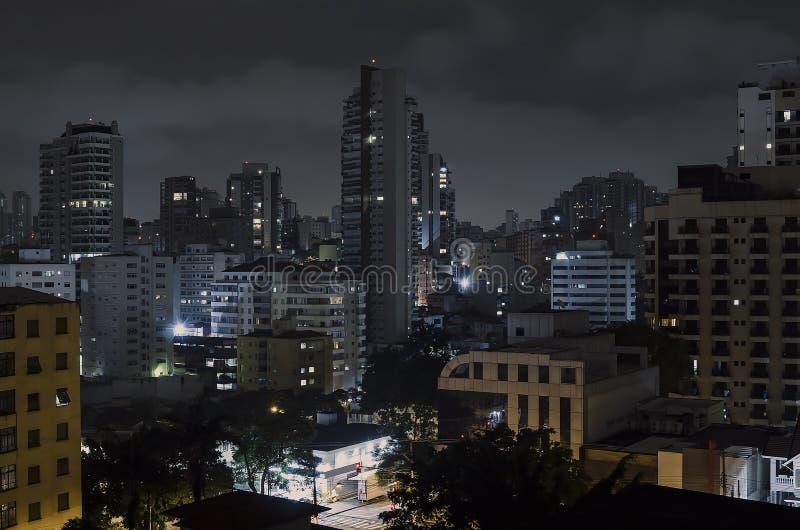 Sao Paulo bij nacht royalty-vrije stock afbeeldingen