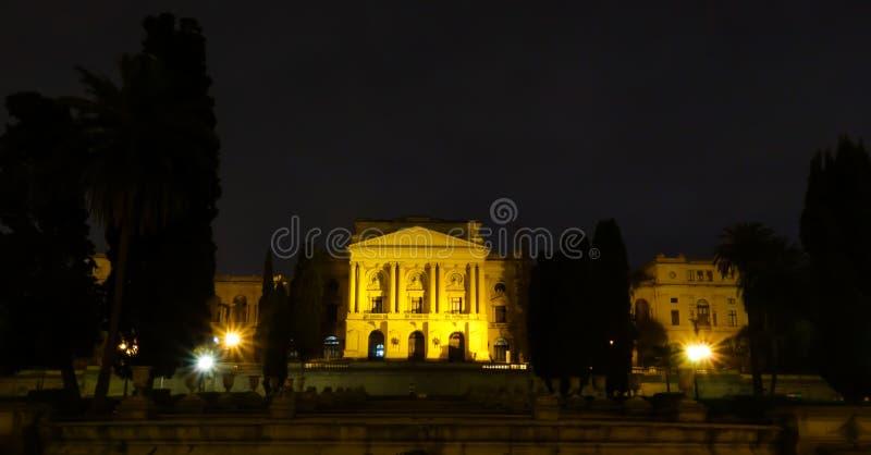 Sao Paulo/Brésil - juin 20 19 : Musée d'Ipiranga, illuminé la nuit photos stock