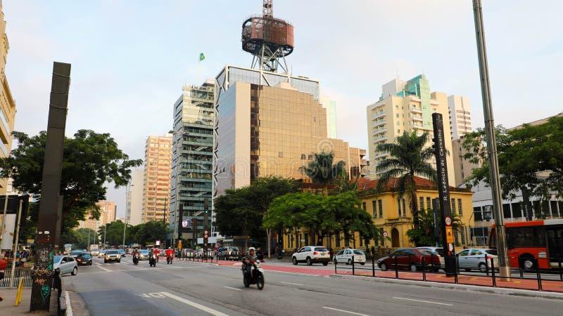 SAO PAULO, BRASIL - 9 DE MAIO DE 2019: Avenida de Paulista no por do sol, Sao Paulo, Brasil fotografia de stock royalty free