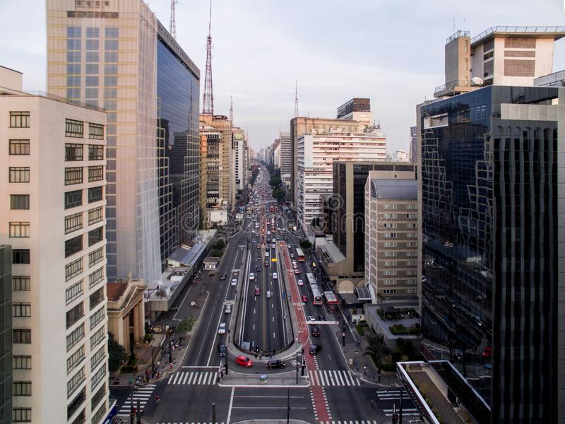 Sao Paulo Brasilien, Augusti, 2017 Flyg- sikt på den Paulista avenyn, i den Sao Paulo staden royaltyfria bilder