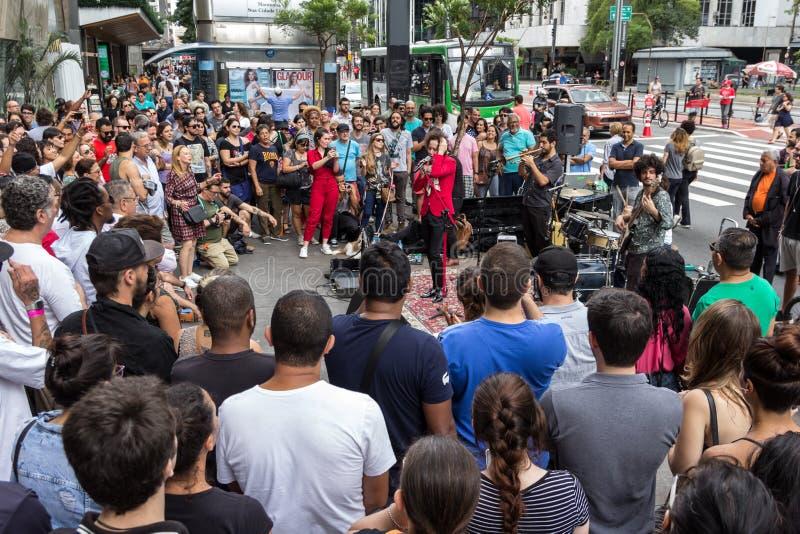 Sao Paulo Brasilien - November, 26 2017 söndag på Paulista Avenu royaltyfri fotografi