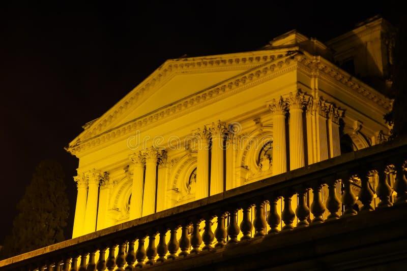 Sao Paulo/Brazilië - Jun 20 19: Ipirangamuseum, bij nacht wordt verlicht die stock foto's