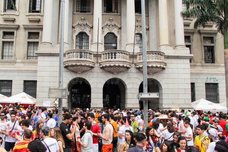 Sao Paulo, Brazilië - Oktober, 20 2017 De menigte van studenten neemt aan de straten van de stad royalty-vrije stock foto's