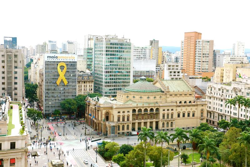 SAO PAULO BRAZYLIA, MAJ, - 15, 2019: pejzaż miejski z Miejskim Theatre São Paulo, Brazylia zdjęcie royalty free