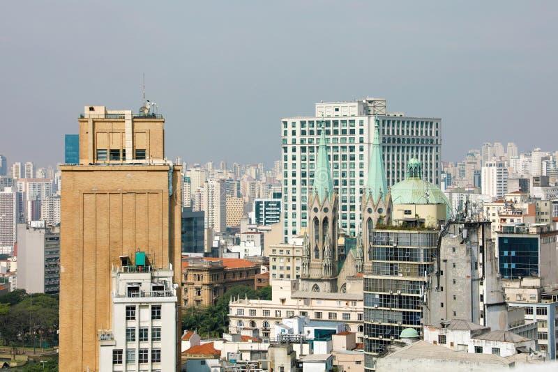 Sao Paulo Skyline Downtown con la catedral el Brasil imágenes de archivo libres de regalías