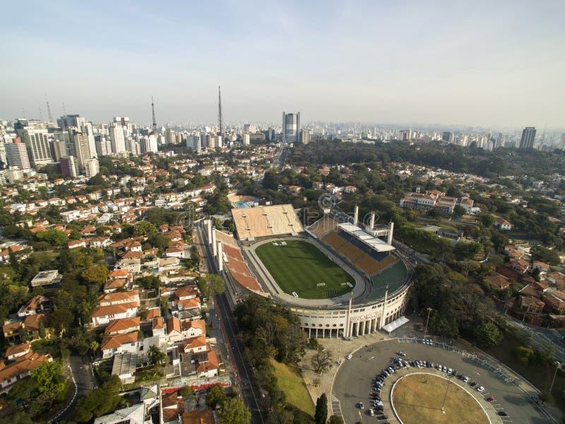 Sao Paulo SP, Brasilien, Augusti, 2017 Flyg- sikt av den kommunala stadion av Pacaembu som kallas Paulo Machado de Carvalho royaltyfri foto