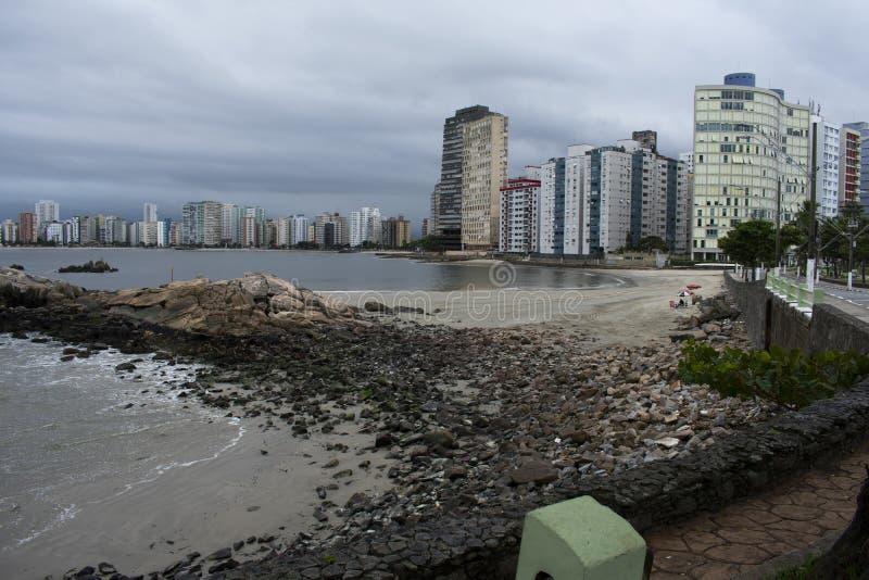 sao vicente el Brasil de la ciudad de la playa imagenes de archivo