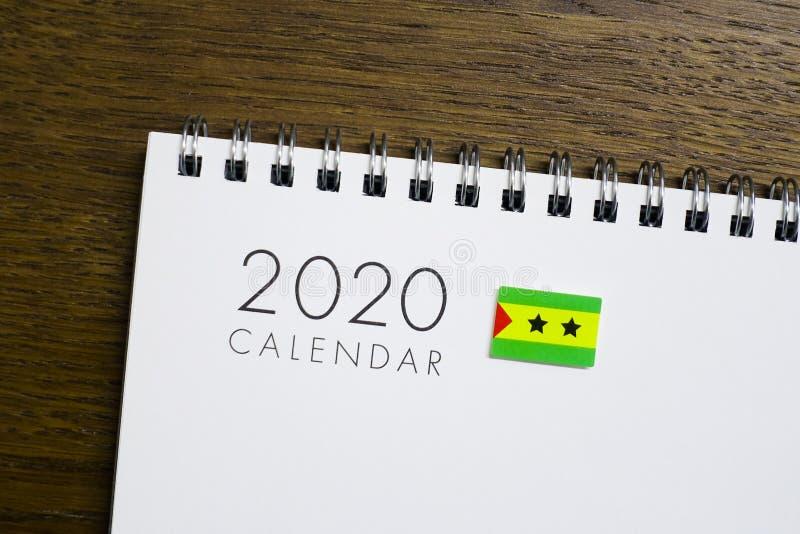 Sao wolumin i Principe flaga na 2020 kalendarzu obraz stock