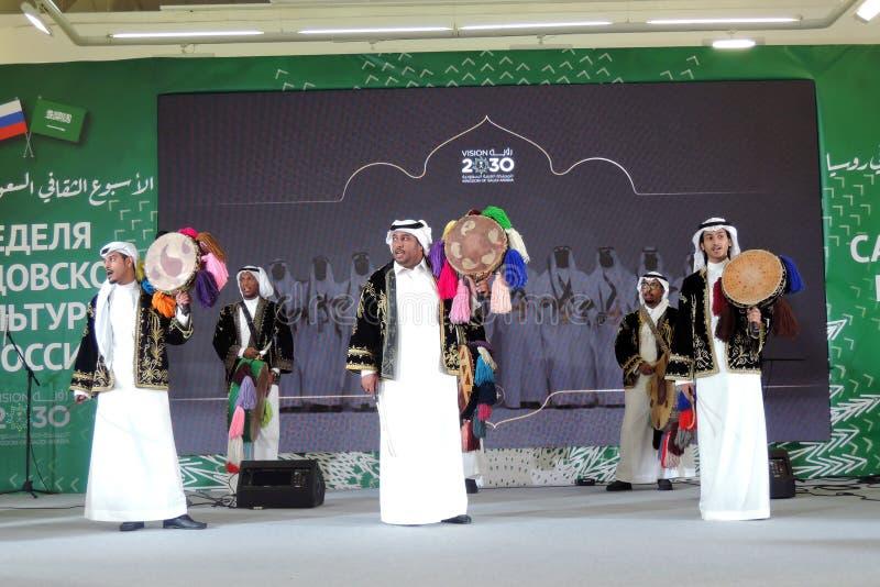 Saoedi-arabische cultuurweek in Rusland De musici en de zangers presteren op stadium stock fotografie