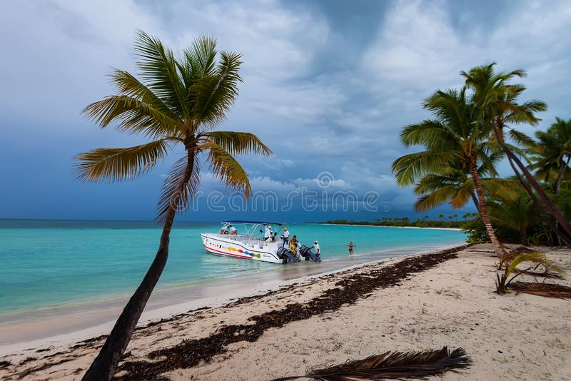 SAONA, DOMINICAN REPUBLIC - OCTOBER 29, 2015: Group of tourists get on party yacht royalty free stock image