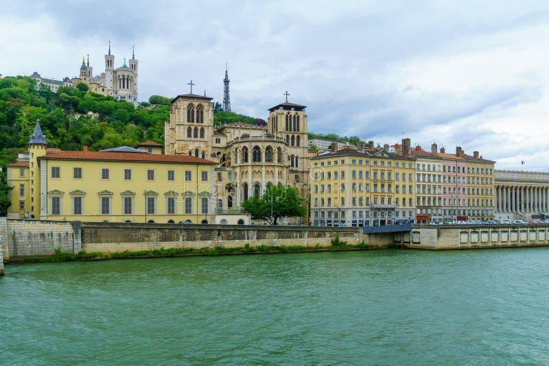 Saone-, mit Heilig-Jean-Kathedrale und Notre-Dame-Basilika, in Lyon stockfoto