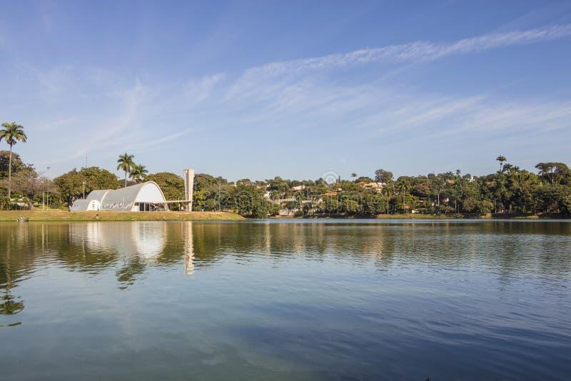 Saoo弗朗西斯科de阿席斯教会- Pampulha湖 免版税库存照片
