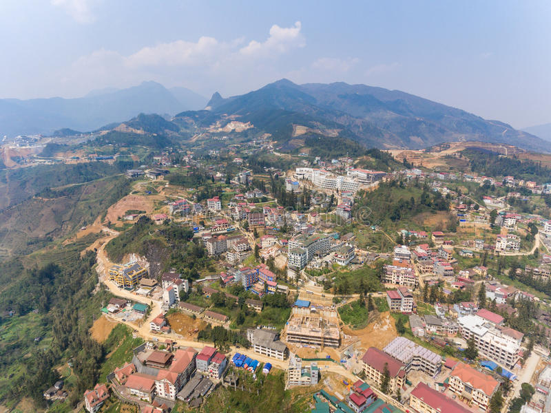 SAPA, ΒΙΕΤΝΆΜ - 5 ΜΑΡΤΊΟΥ 2017: Άποψη άνωθεν της πόλης Sapa στο βορειοδυτικό Βιετνάμ Η πόλη στοκ φωτογραφίες