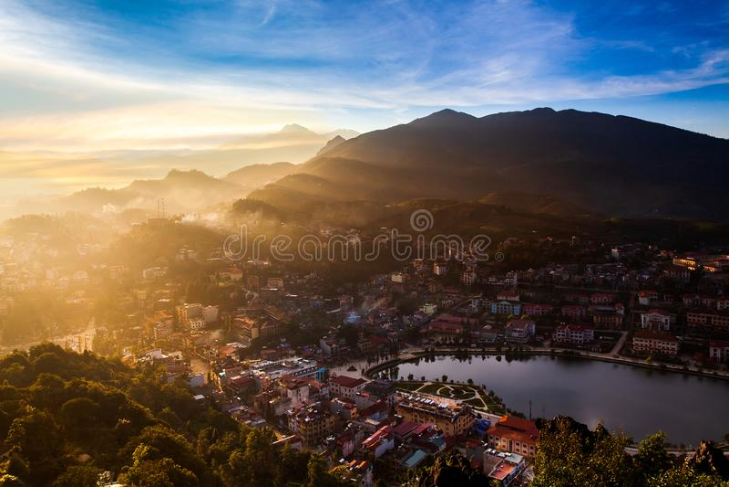 Sapa See und Stadt in Sapa, Vietnam lizenzfreies stockbild