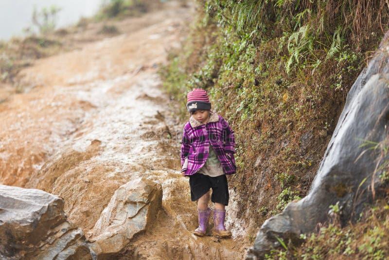 Sapa, Vietnam Kind van Zwarte Hmong-minderheid stock afbeeldingen