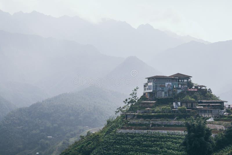 Sapa Wietnam, Maj, - 2019: Ryżowi tarasy Sa pa z domem na wzgórzu przy zmierzchem w Lao Cai prowincji obraz royalty free