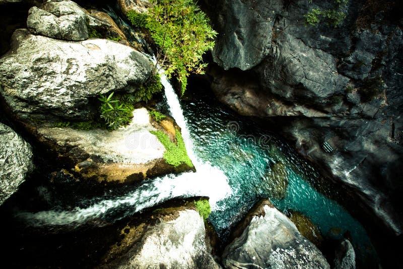 Sapaderecanion en waterval Alanya, Turkije gekleurd royalty-vrije stock afbeeldingen