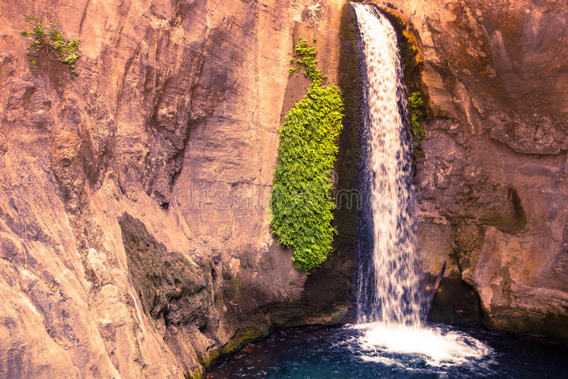 Sapaderecanion en waterval Alanya, Turkije gekleurd royalty-vrije stock afbeelding
