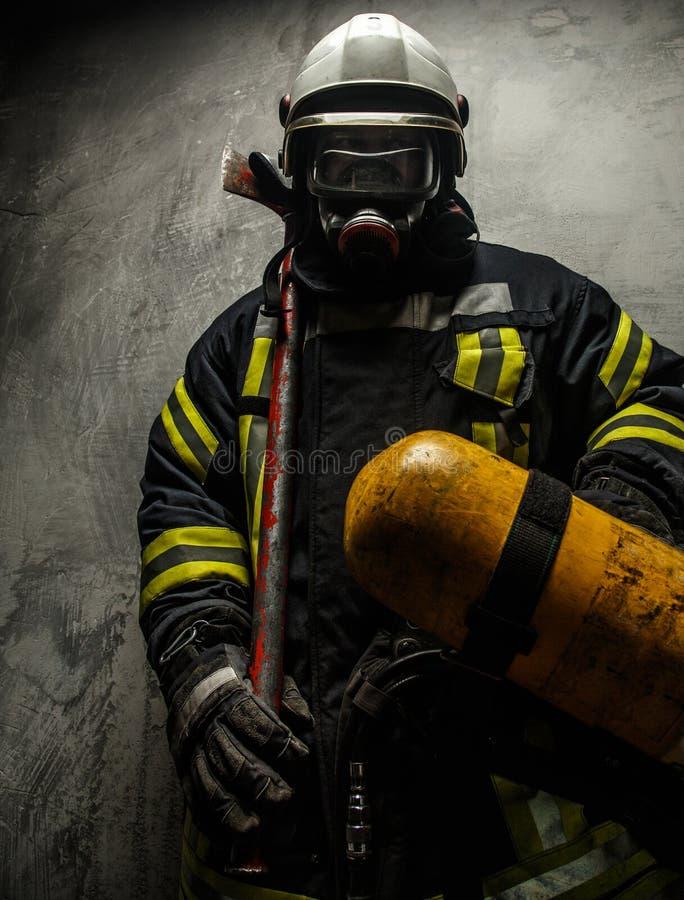 Sapador-bombeiro no uniforme foto de stock royalty free