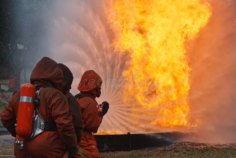 Download Sapadores-bombeiros foto de stock. Imagem de receoso - 26523158