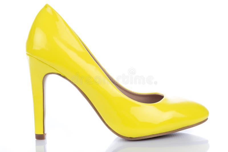 Sapata amarela do salto alto foto de stock