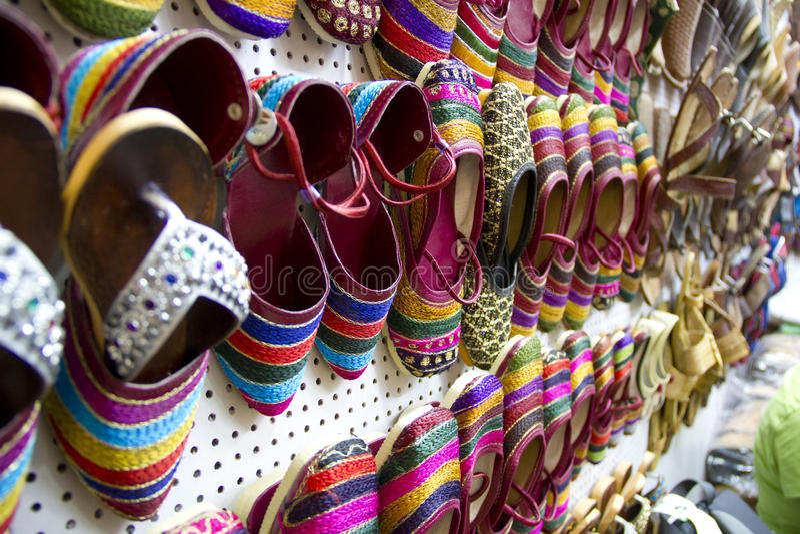 Sapata Handmade indiana colorida imagens de stock