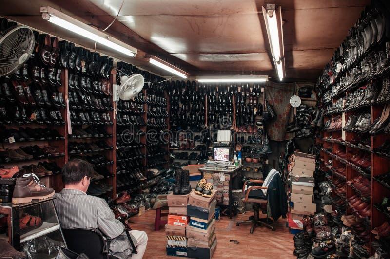 Sapataria do vintage no mercado de Busan Jagalchi, Coreia do Sul imagem de stock royalty free