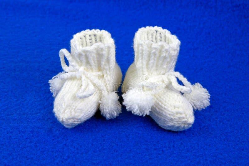 Sapatas adoráveis do bebé fotografia de stock