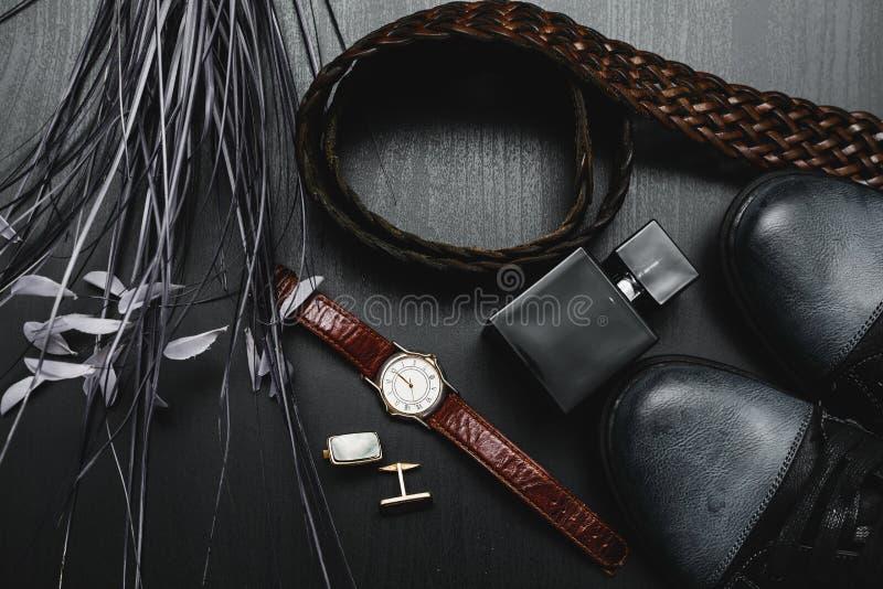 Sapatas com relógio e punho fotos de stock royalty free