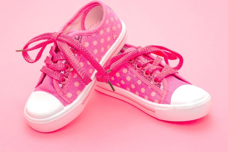Sapatas cor-de-rosa das crianças imagens de stock royalty free
