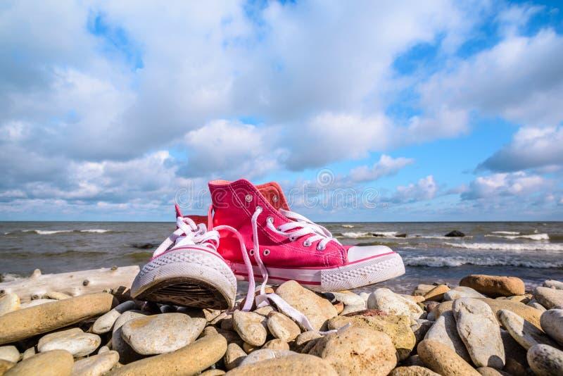 Sapatas cor-de-rosa do esporte imagem de stock royalty free