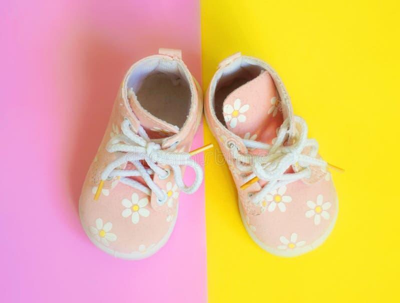 Sapatas da cor-de-rosa de bebê imagem de stock royalty free