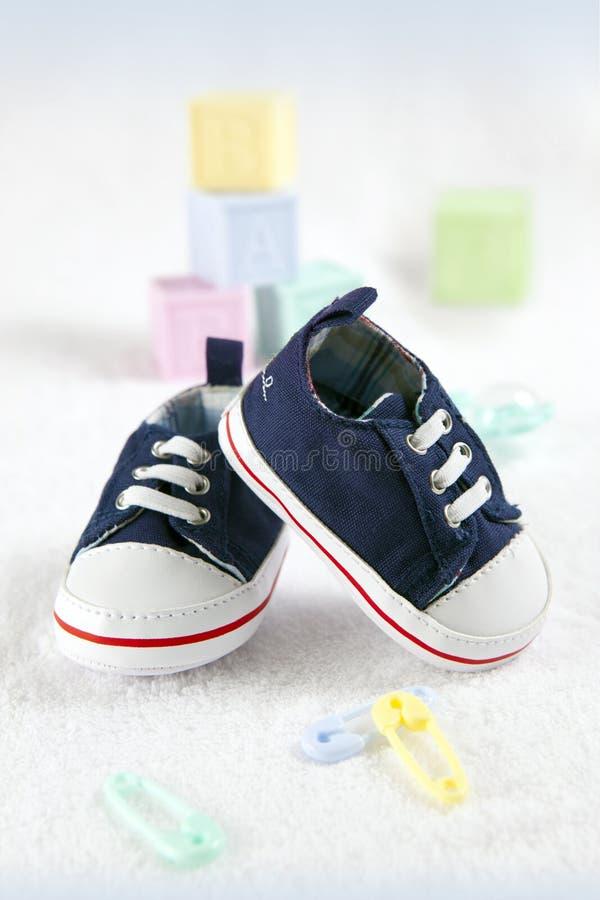 Sapatas de bebê azul imagens de stock royalty free