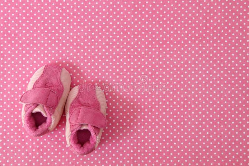 Sapatas de bebê cor-de-rosa fotografia de stock