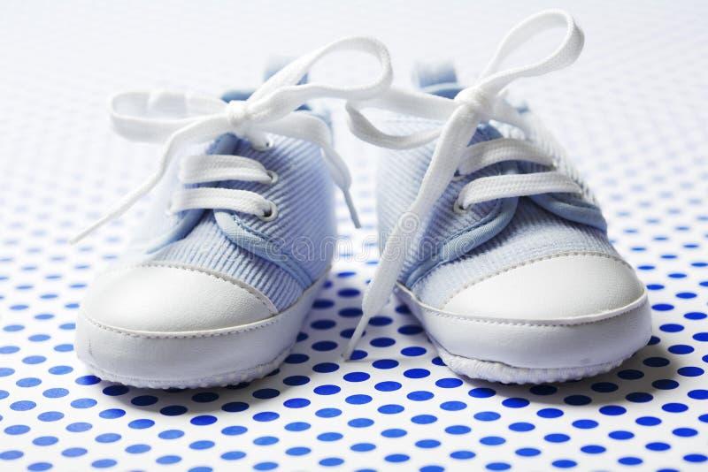 Sapatas de bebê dos meninos imagens de stock royalty free