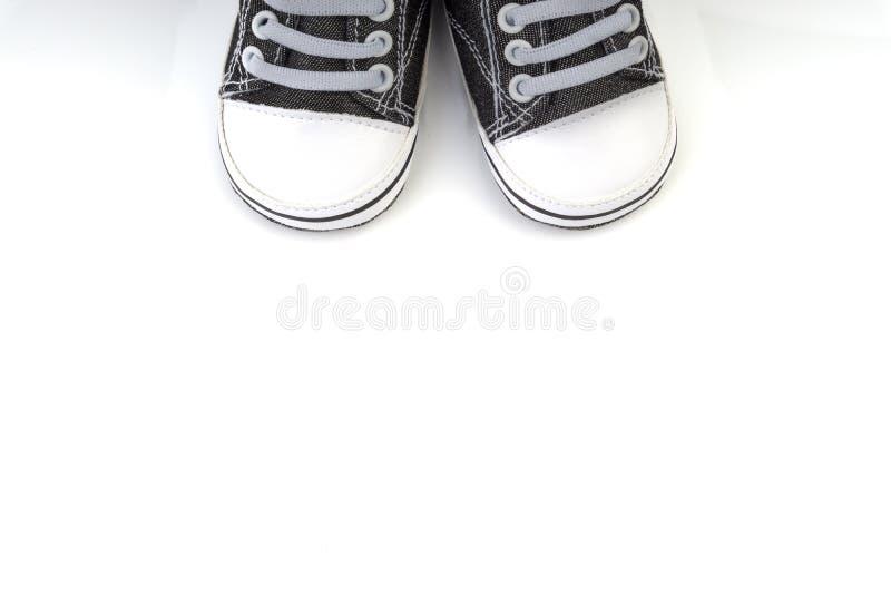 Sapatas de beb? no fundo branco imagens de stock royalty free