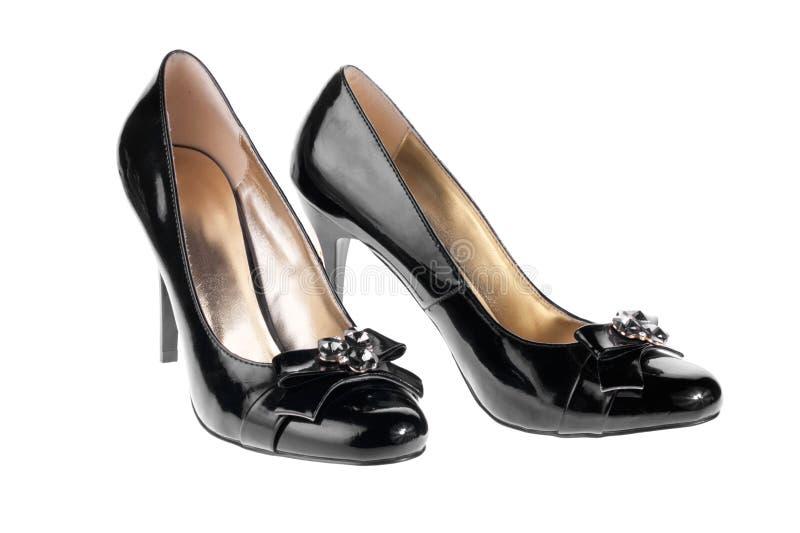 Sapatas de couro pretas de patente das mulheres foto de stock