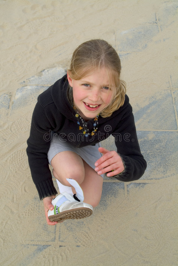 Download Sapatas de Sandy foto de stock. Imagem de marrom, menina - 539826