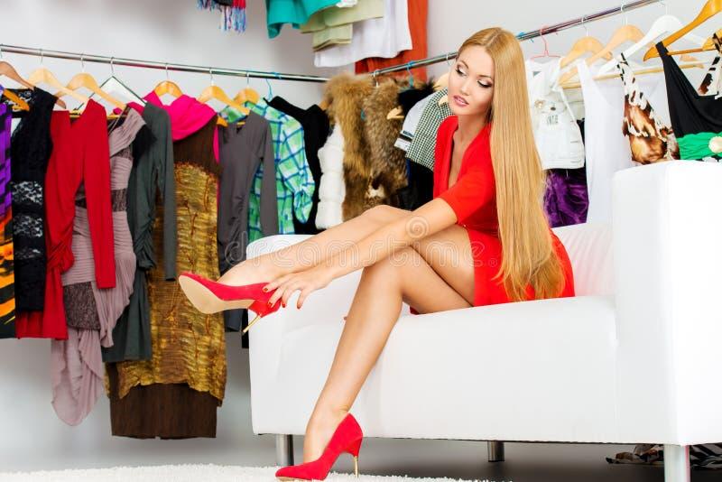 Sapatas e roupa imagem de stock