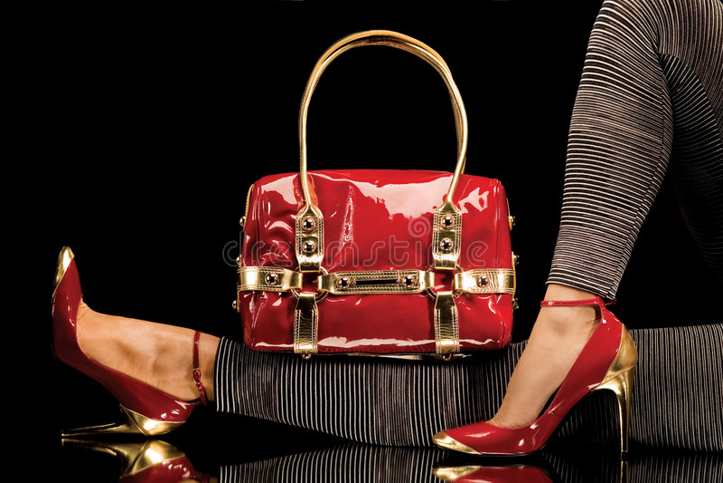 Sapatas e saco vermelhos fotografia de stock