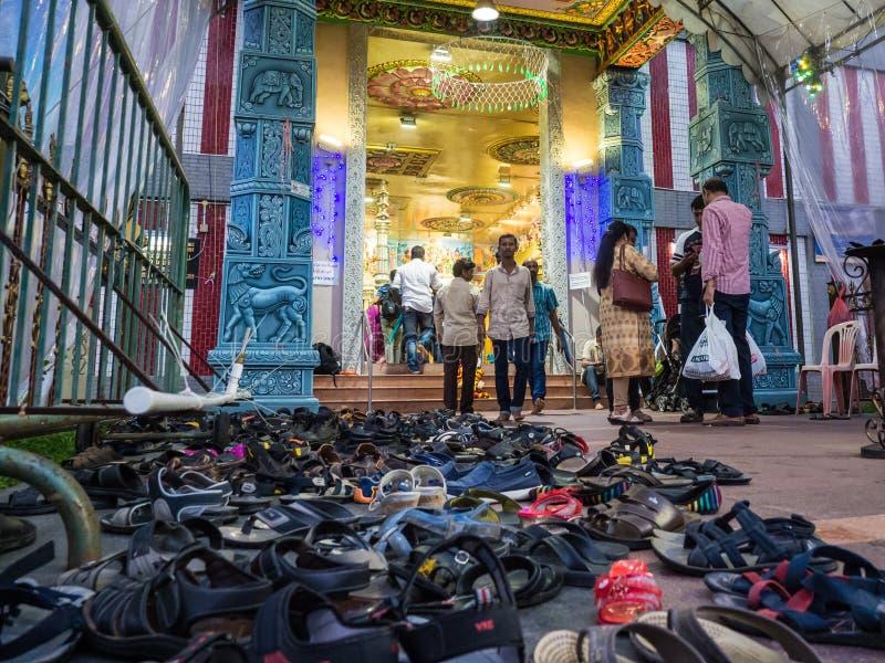 Sapatas em um templo indiano fotos de stock