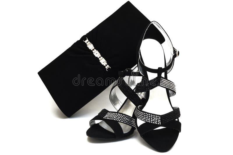 Sapatas fêmeas e bolsa da camurça preta com pastas foto de stock