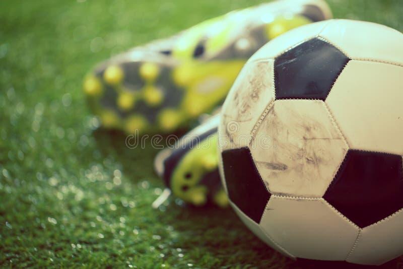 Sapatas & futebol fotos de stock royalty free