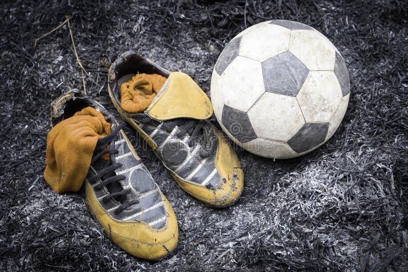 Sapatas & futebol imagens de stock royalty free