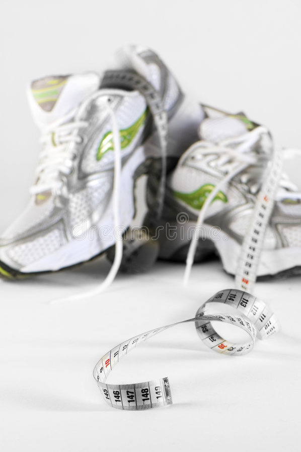 Sapatas Running com medidor imagens de stock