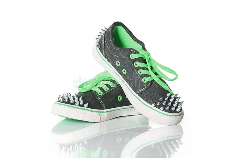 Sapatas verdes da moça fotos de stock