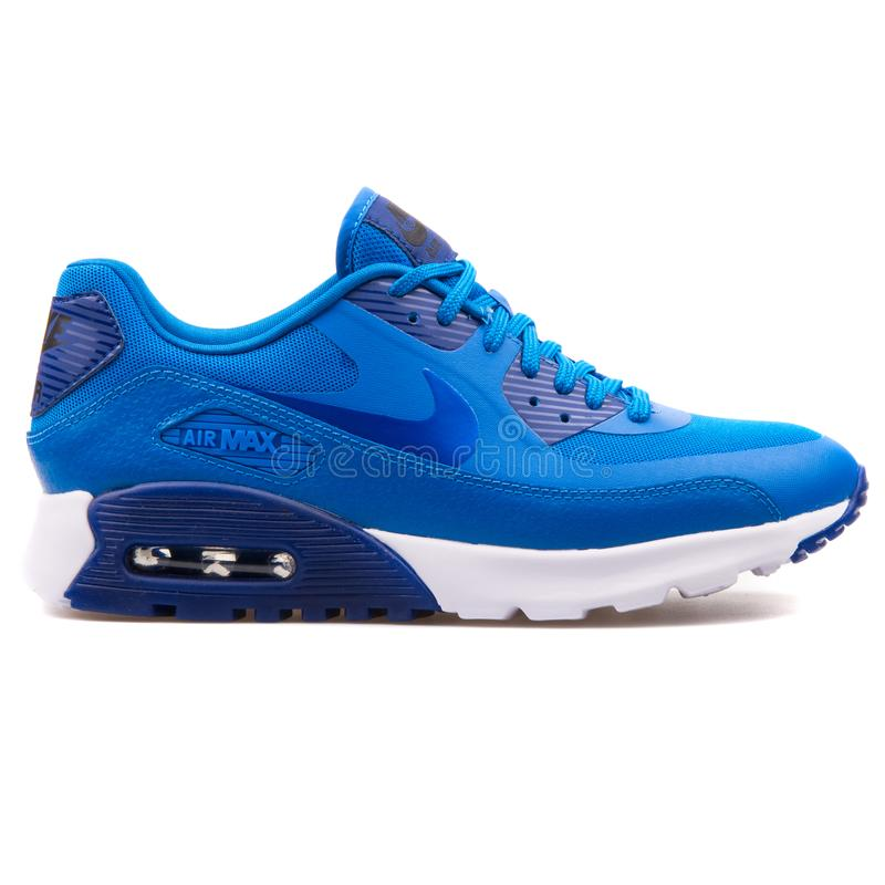 Sapatilha azul ultra essencial de Nike Air Max 90 fotos de stock