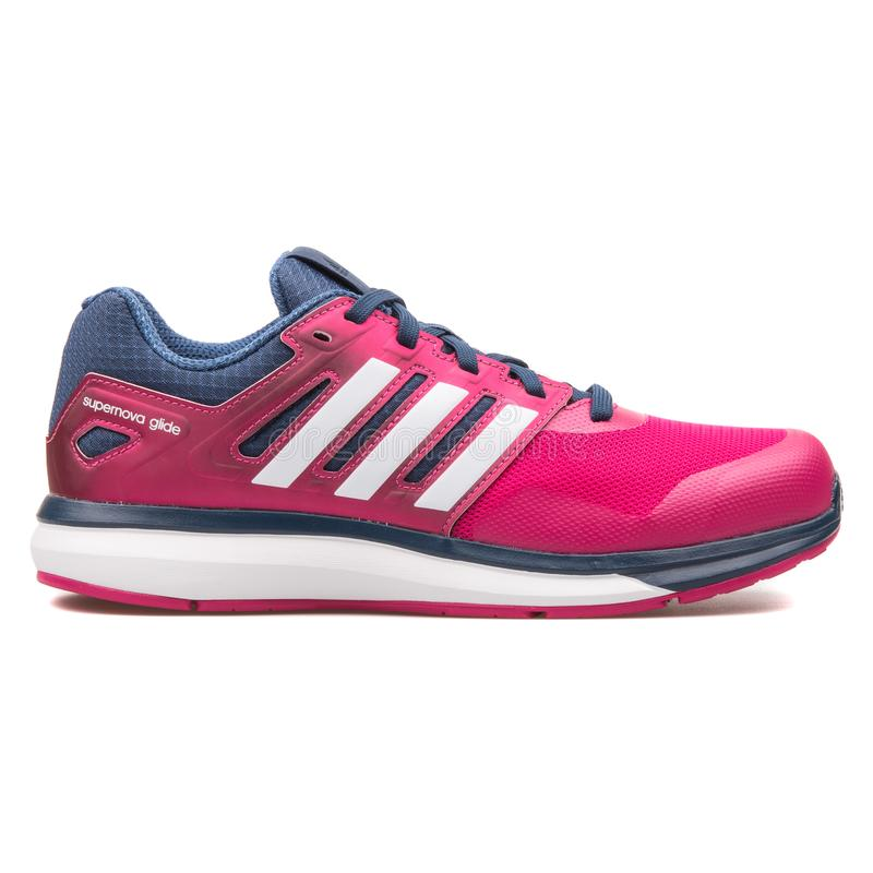 Sapatilha cor-de-rosa do deslize 8 da supernova de Adidas foto de stock royalty free
