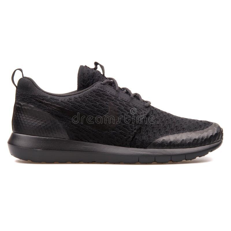 Sapatilha do preto do SE de Nike Roshe nan?metro Flyknit fotos de stock