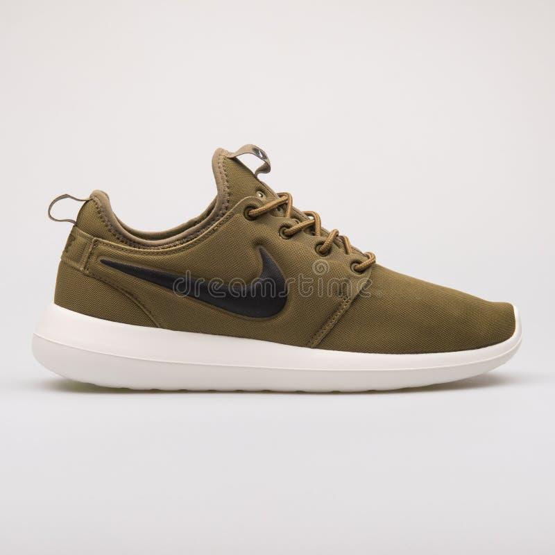Sapatilha do verde de Nike Roshe Two imagem de stock